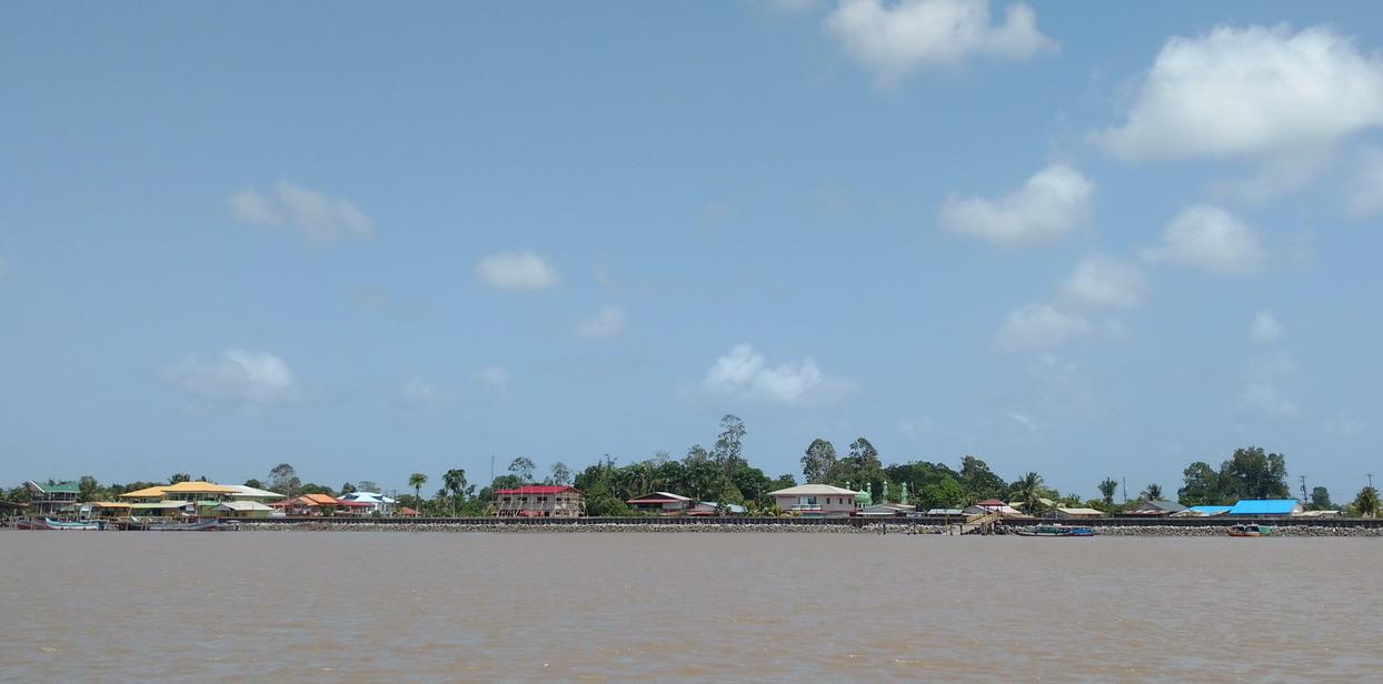 02. Quartier en développement sur la rive droite du fleuve