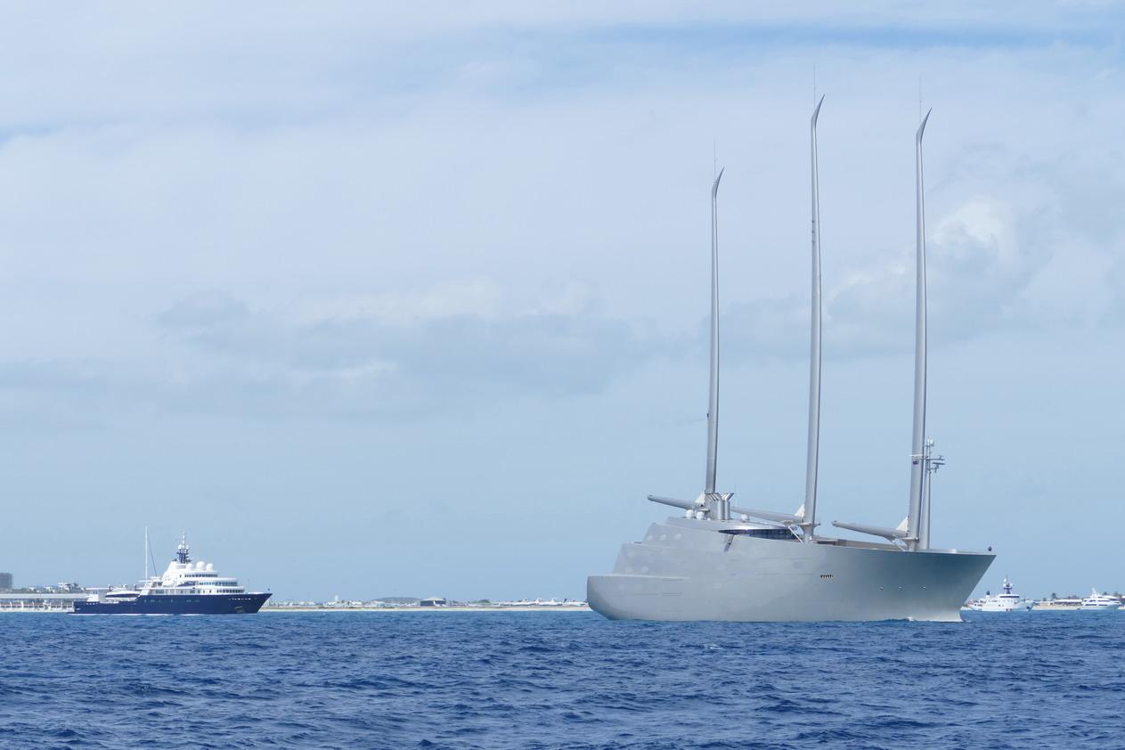 04. Sint Maarten, côte sud, un voilier de 143 m aux allures de cuirassé