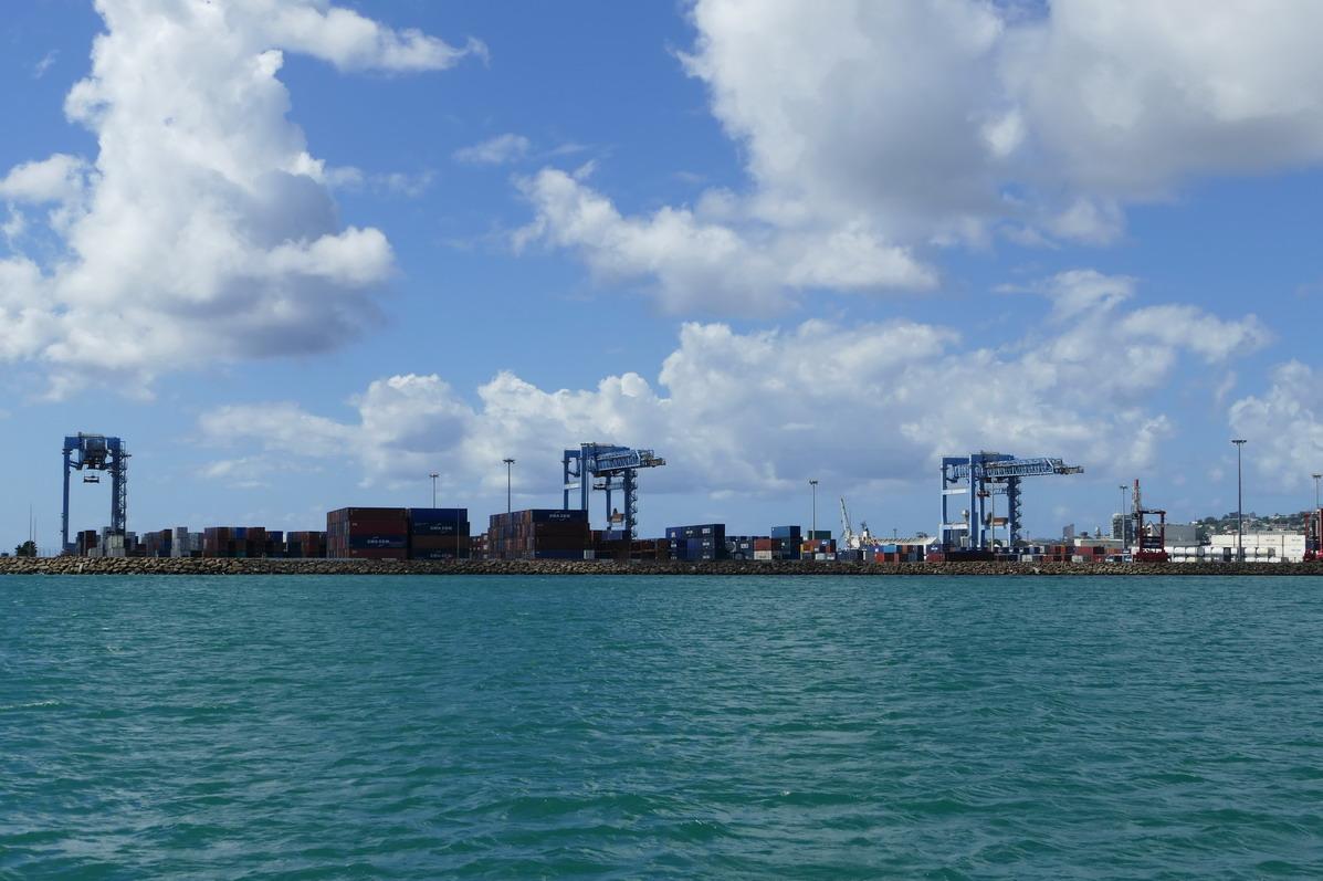 05. Fort-de-France, le quai à containers de la pointe des Grives