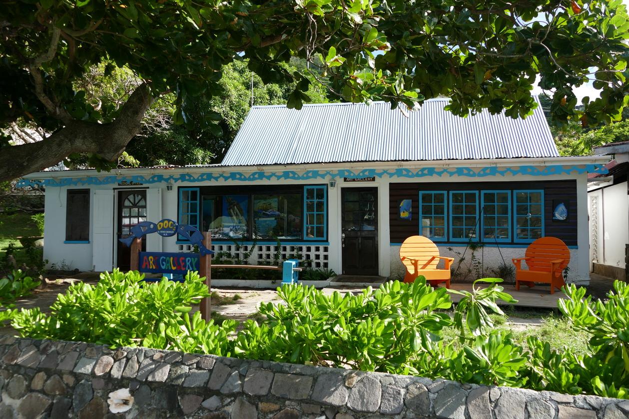 07. Bequia, Port Elisabeth, le cabinet médical fait aussi galerie d'arts