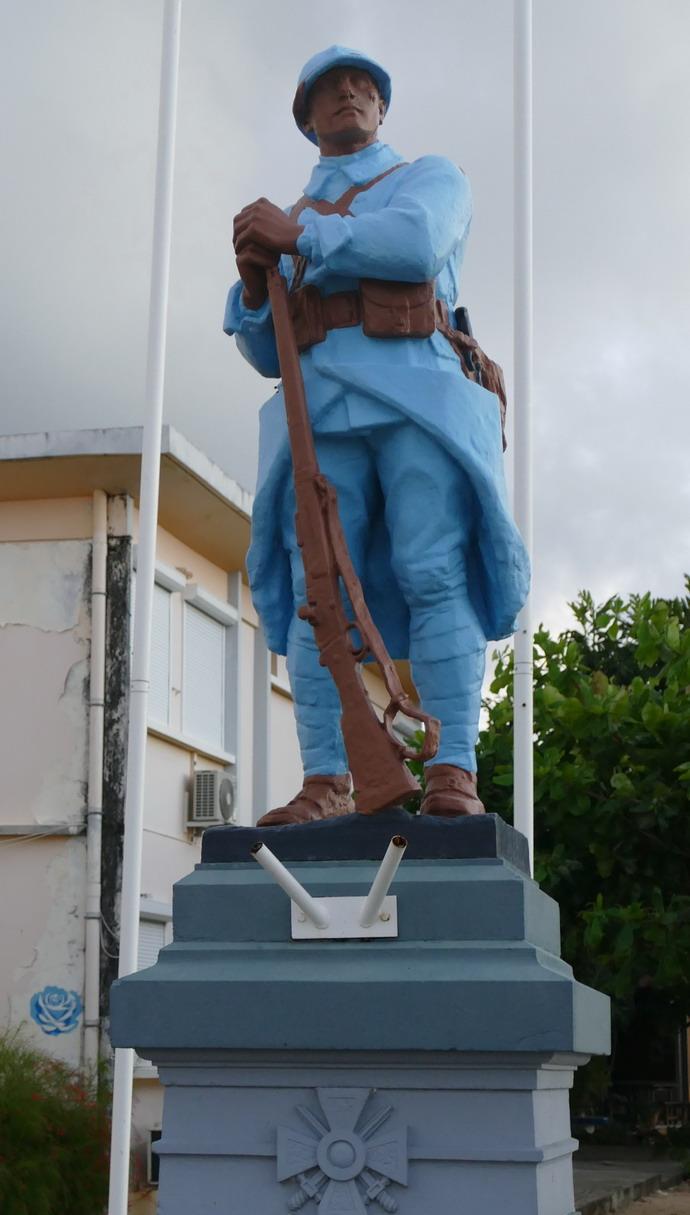 09. Parmi ces malheureux soldats enterrés dans la campagne champenoise et habillés d'un tissu bleu clair, il y avait aussi des Galantais