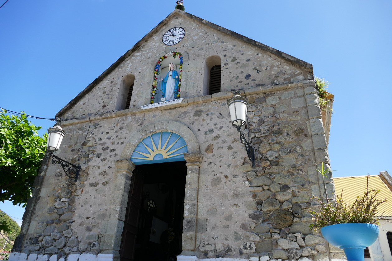 10. L'archipel des Saintes et l'église du Bourg sur Terre-de-haut