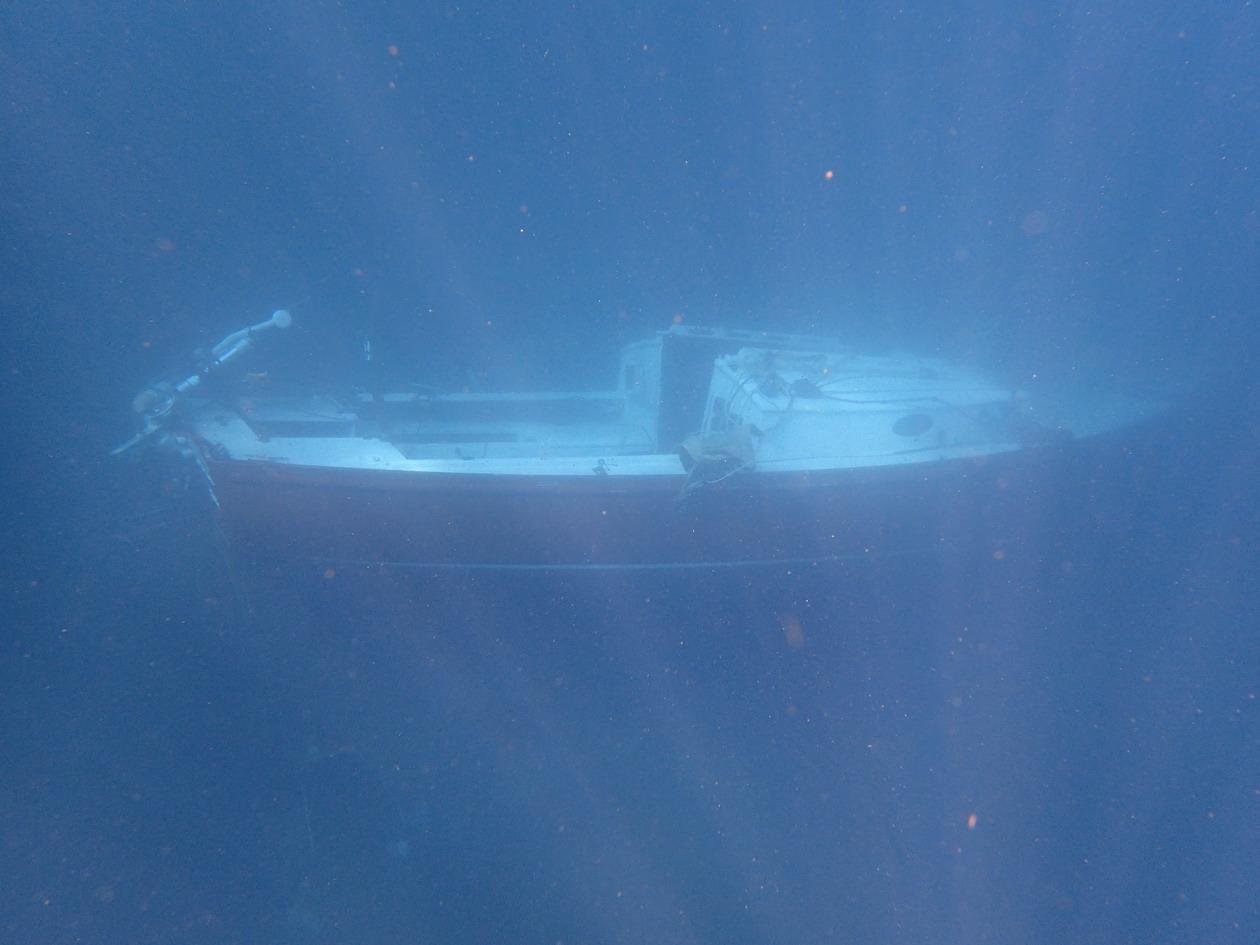 11. Le voilier suisse au fond de l'anse