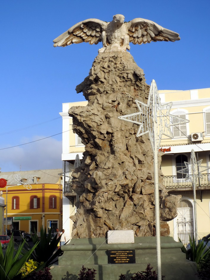 11. Statue commémorant le premier vol au-dessus de l'Atlantique sud à partir de Mindelo en 1922