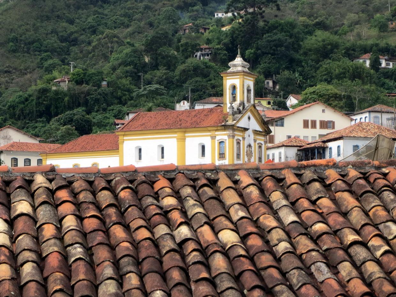 11. Une église sur un toit