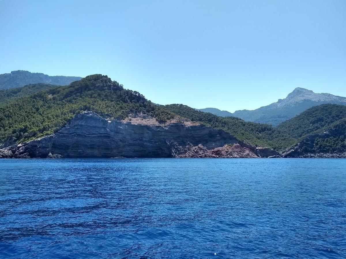 13. La côte montagneuse exposée au NW