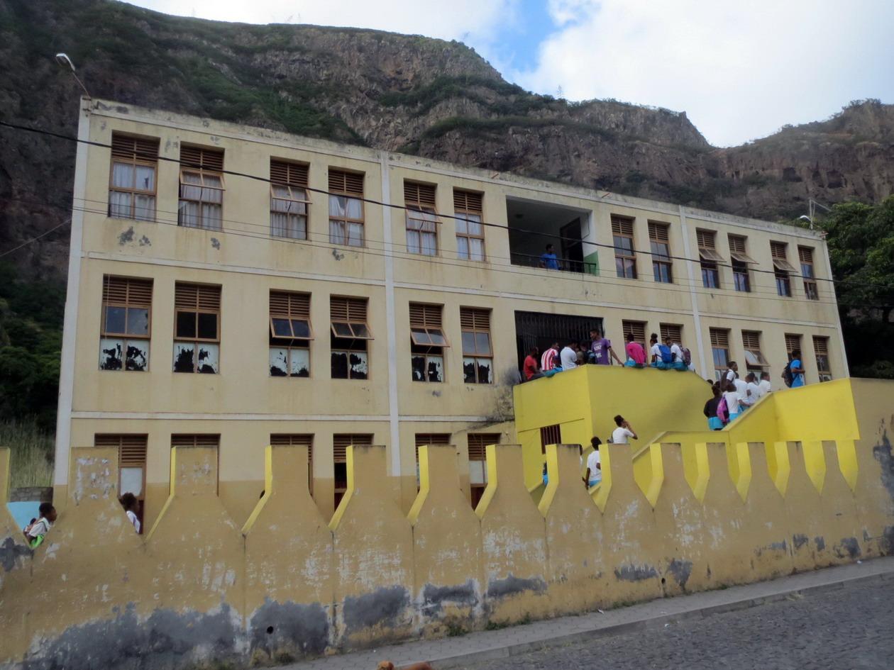 13. Le collège d'Eito dans la montagne