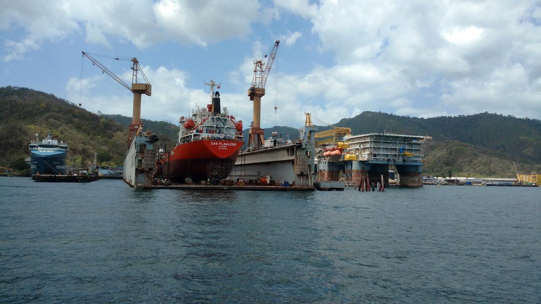 13. Le dock flottant pour la réparation des gros bateaux