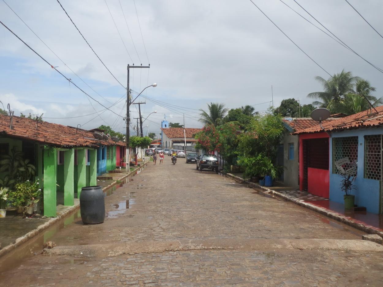 15. Le quartier des pêcheurs de Jacaré - 500 m en ligne droite pavée pour atteindre la petite gare