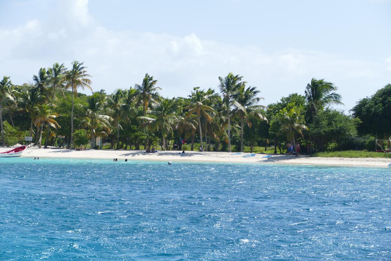 15. Les Tobago cays, la plage et le restaurant de Petit Bateau