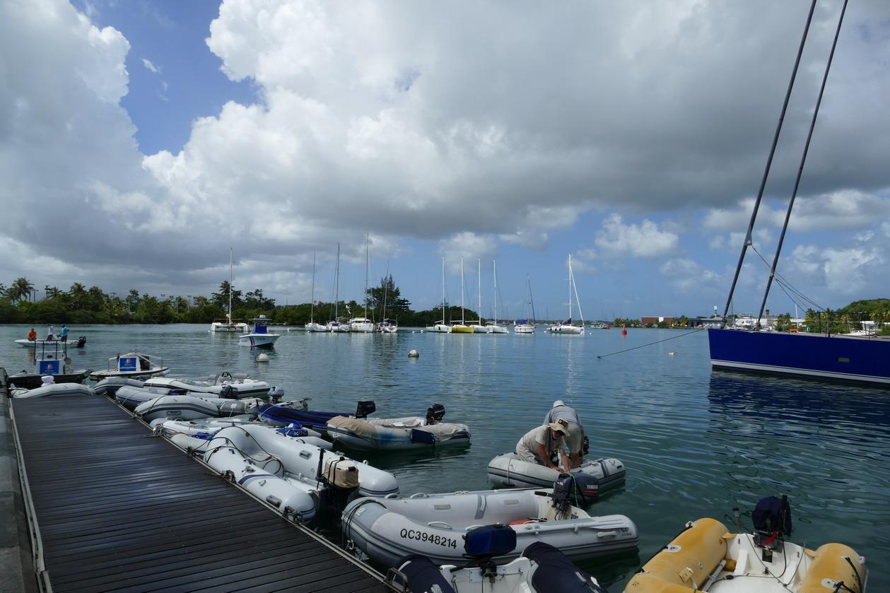 15. Pointe-à-Pitre, la marina du Bas-du-Fort, le ponton à annexes toujours surchargé