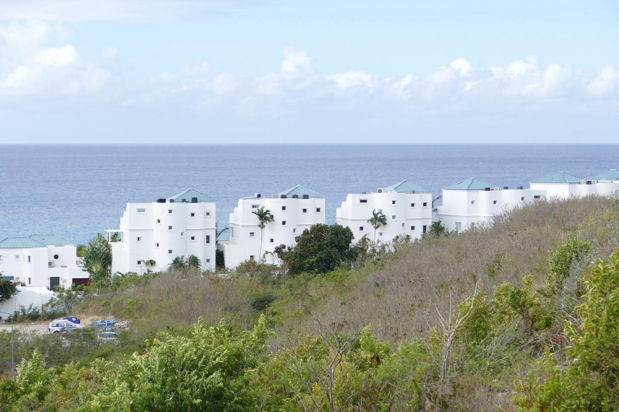 15. Sint Maarten, péninsule des Terres basses, architecture peu engageante
