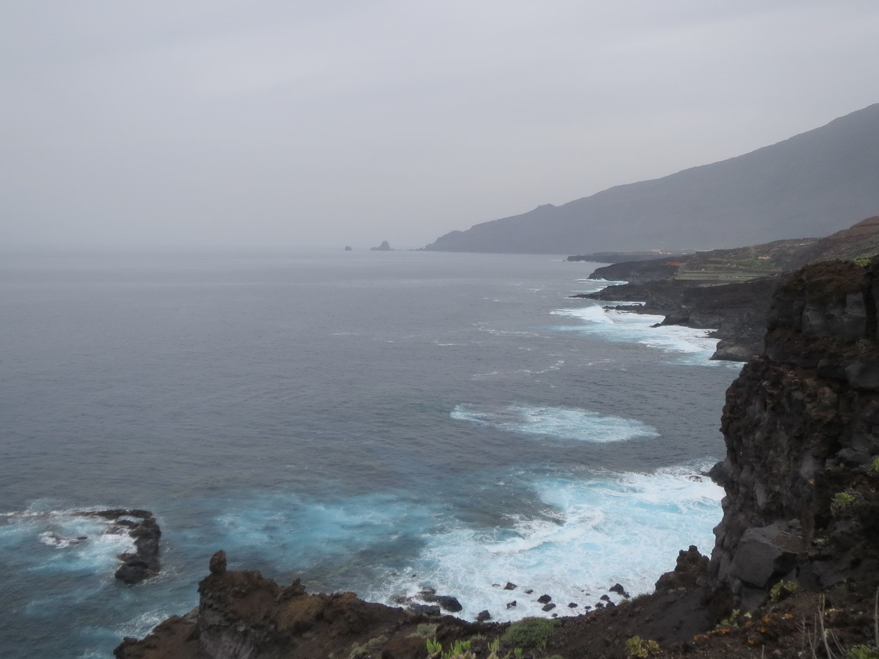 16. Côte déchiquetée au nord de l'île