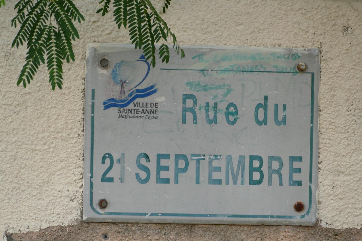 17. La Martinique, Ste Anne ; tiens, une rue du 21 septembre !