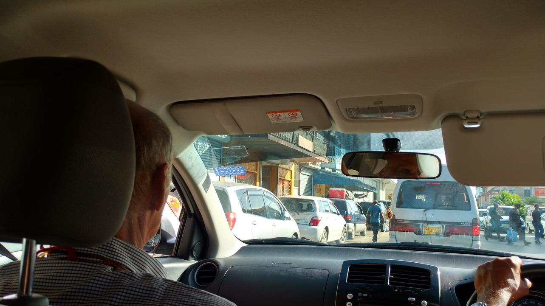 19. Dans le taxi à Paramaribo