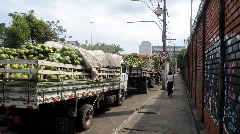 19. SdB, des kilomètres de camions chargés de noix de coco, jus couramment servi au Brésil