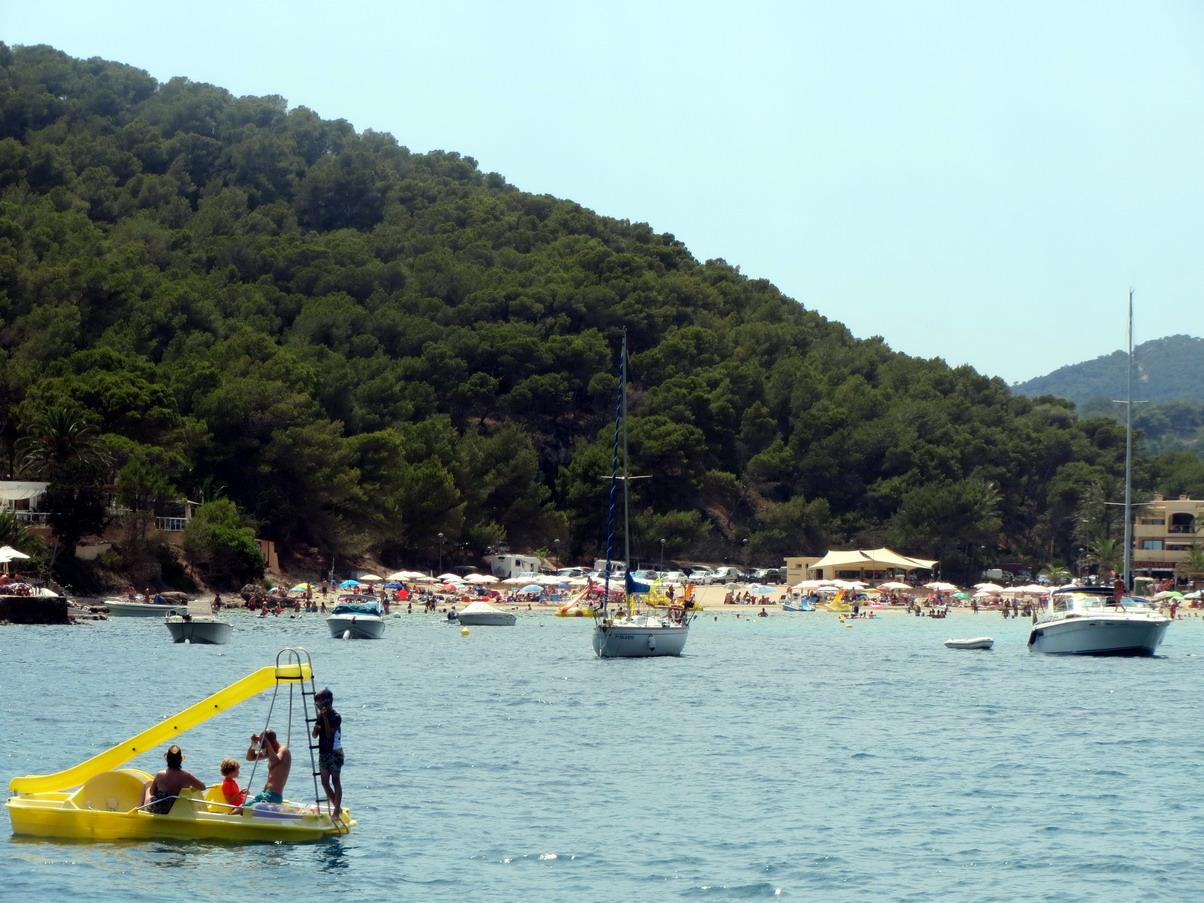 16. Ibiza, cala Longa, une plage très fréquentée