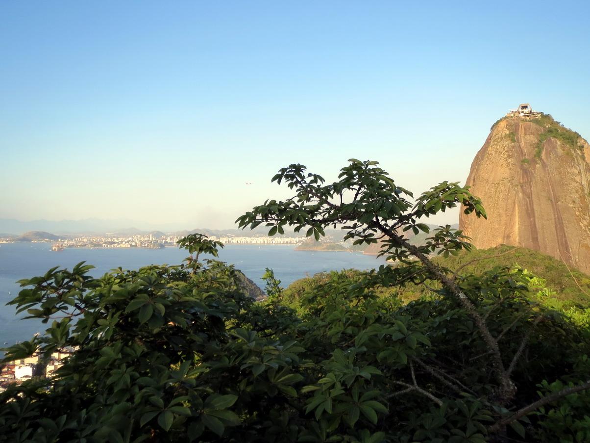 19. Du Morro d'Urca vue sur la ville de Niteroi et sur le Pain de sucre