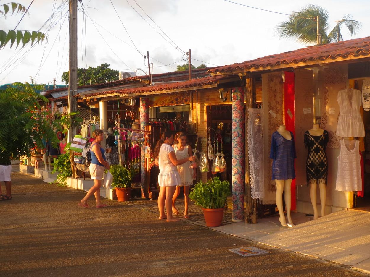 20. Jacaré, les baraques du marché artisanal