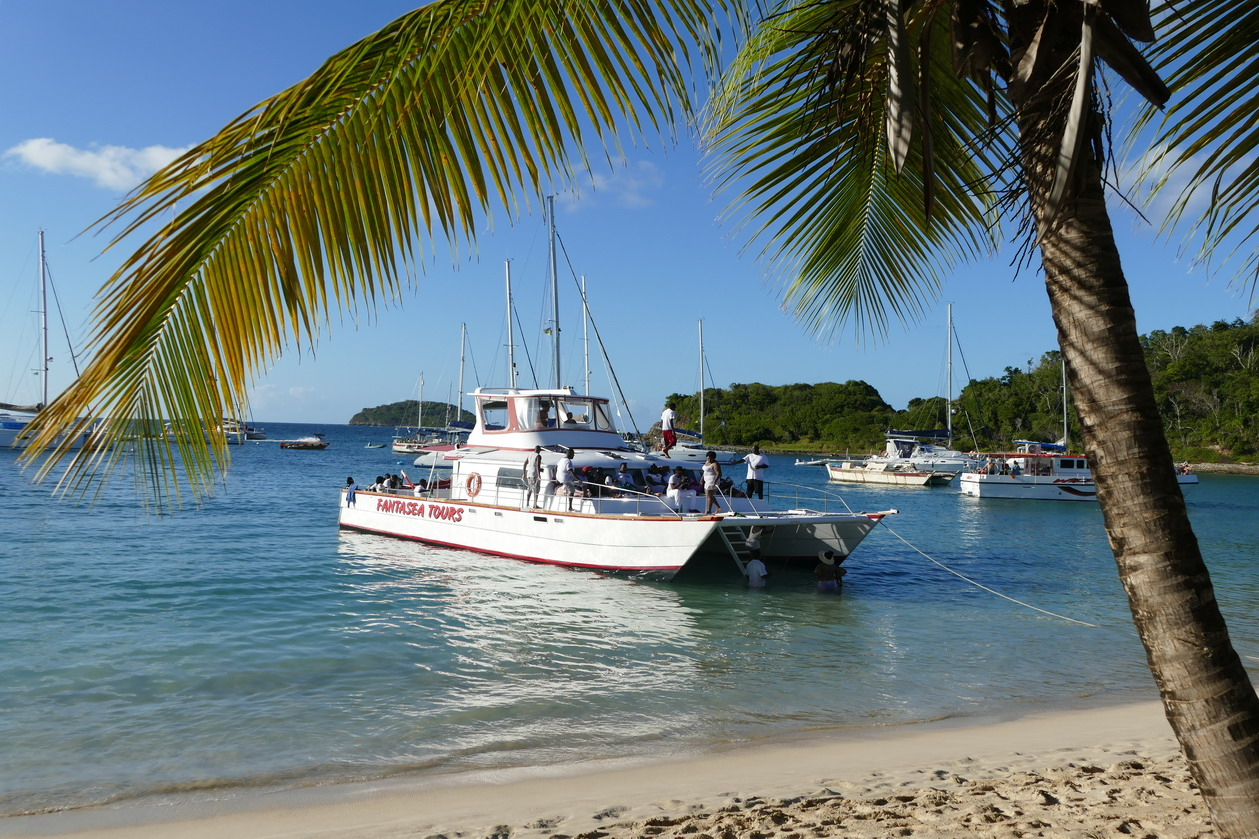 20. Mayreau, Salt whistle bay, les touristes dominicaux rembarquent