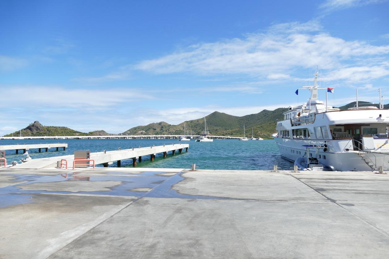 20. Sint Maarten, le pont autoroutier qui traverse le lagon