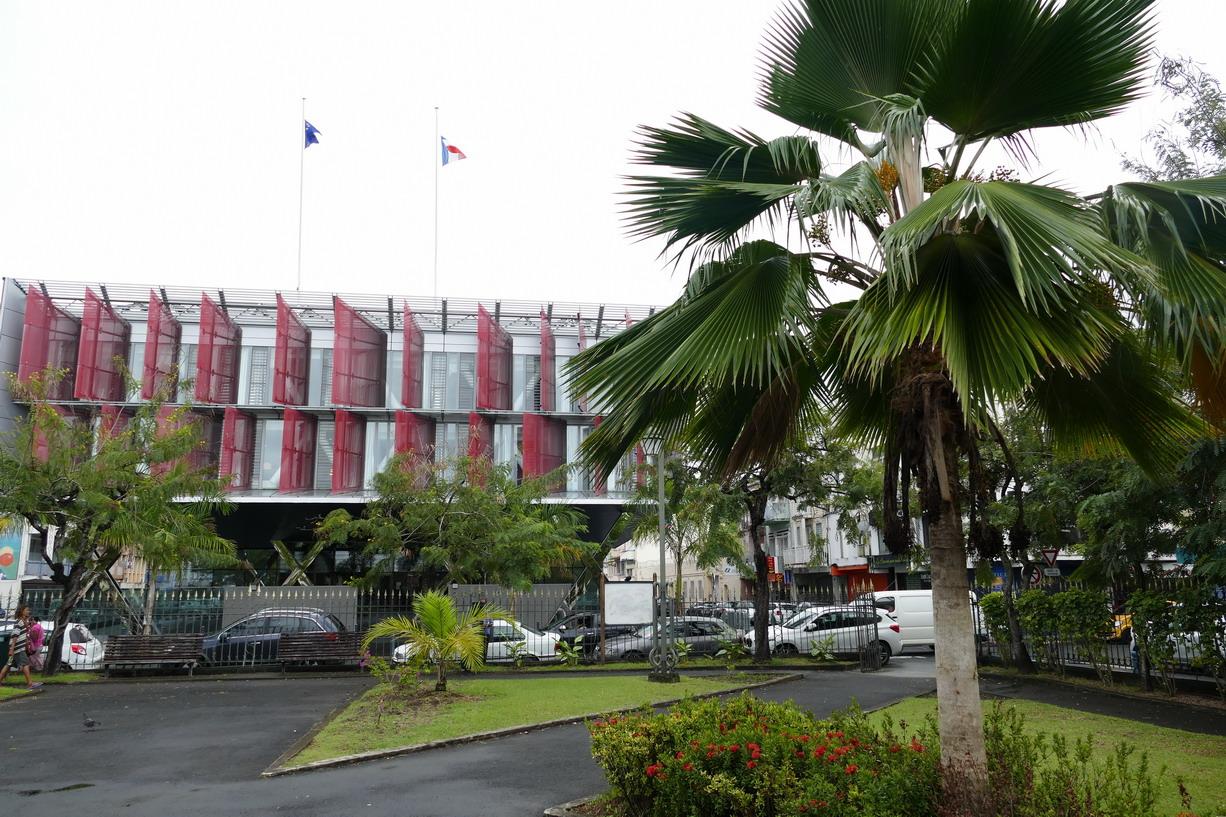 21. Fort-de-France ; le bâtiment moderne de la Cour d'appel