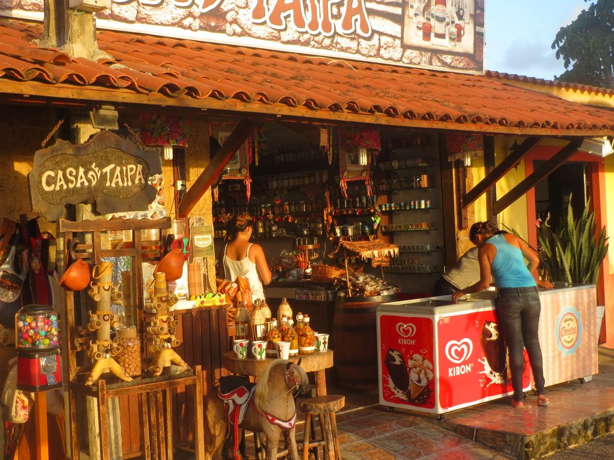 21. Jacaré, les baraques du marché artisanal
