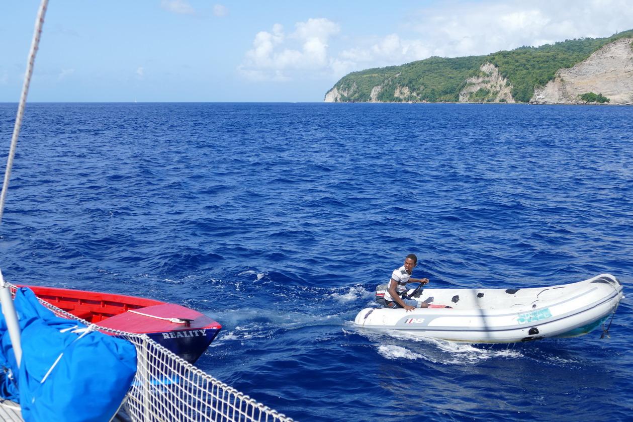 21. Les boat boys viennent chercher leurs clients très loin au large et ça donne parfois lieu à des explications houleuses...