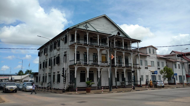 21. Paramaribo, dernières formalités à la Police militaire
