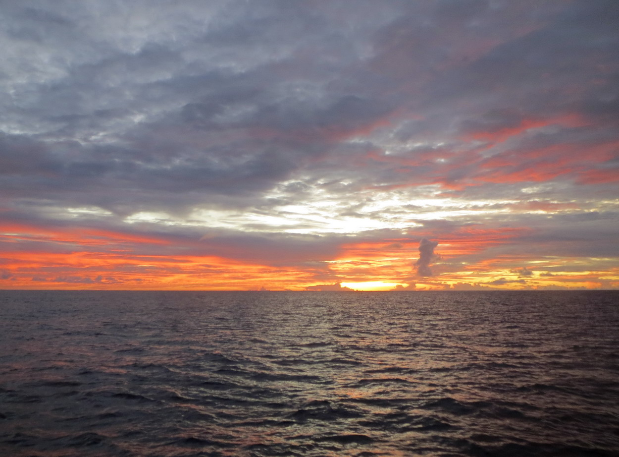 21. Sur l'océan, les couchers de soleil sont toujours un événement