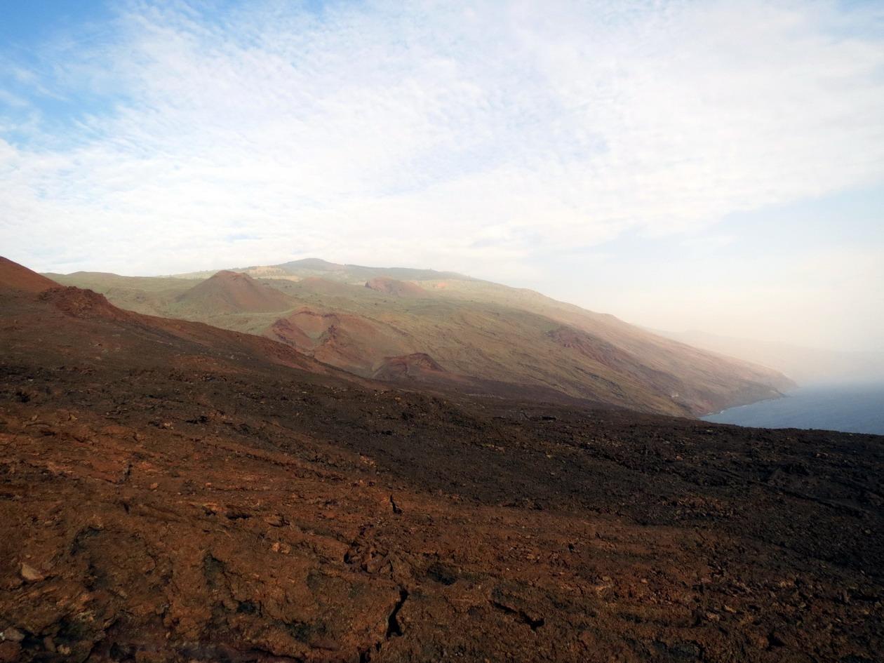 21. Terre volcanique descendant dans l'océan