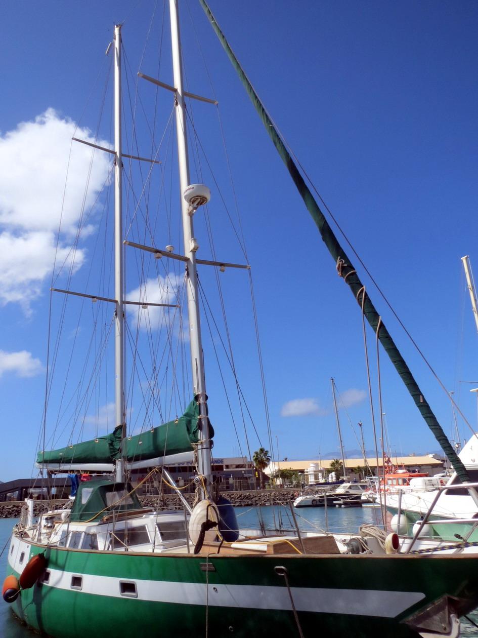 22. Laura, le bateau de notre ami Popeye, un citoyen suisse rencontré en 2011 à Lanzarote et implanté depuis à Mindelo