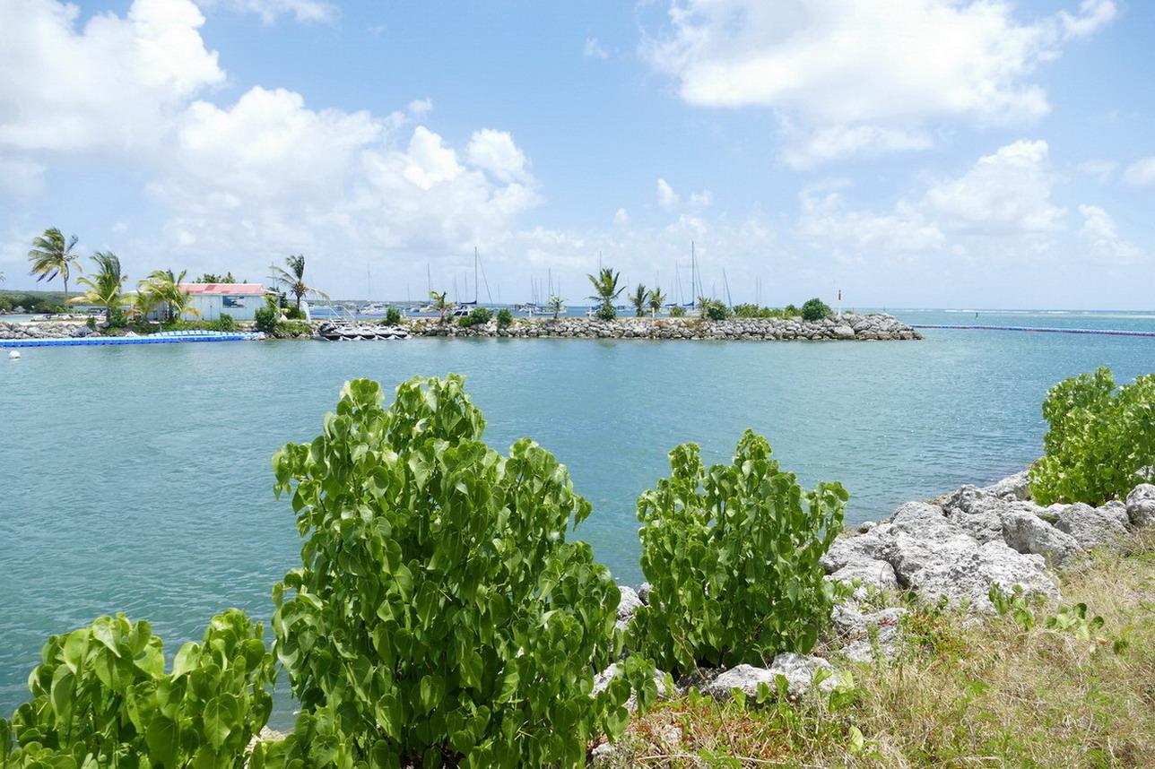 22. St François, le chenal d'accès à la marina et la zone de mouillage