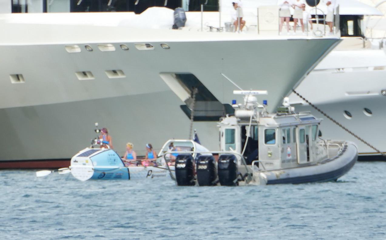 23. Antigua, English harbour, Atlantic challenge, arrivée d'un équipage de filles