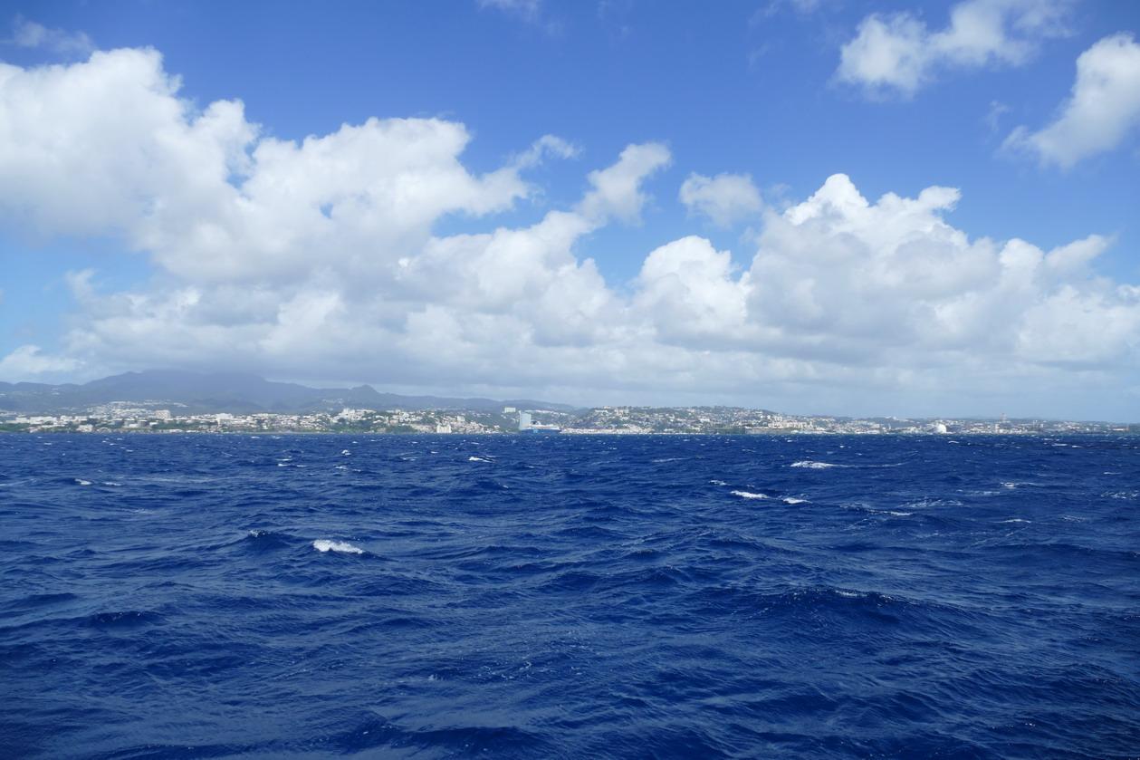 23. Dernier coup d'oeil à Fort-de-France avant d'aller nous réfugier sous la côte sous le vent