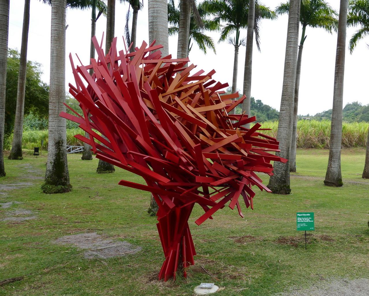 23. L'habitation Clément ; Fractal flowers, sculpture de Miguel Chevalier