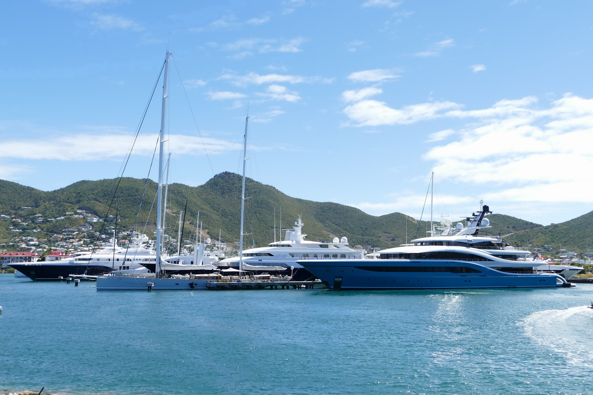 23. Sint Maarten, Simpson bay lagoon, les grands yachts y ont leur place