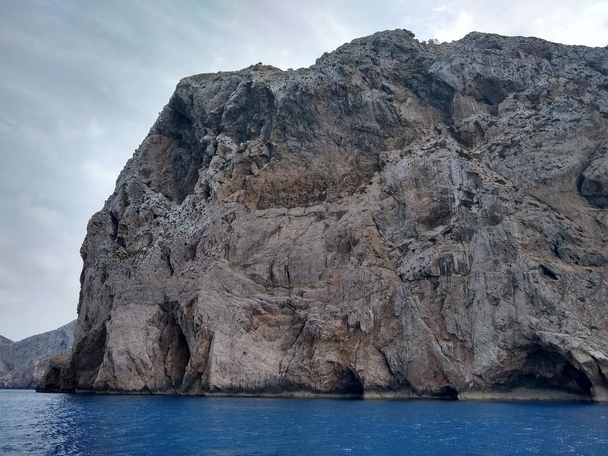 24. La côte NW, cabo de Catalunya