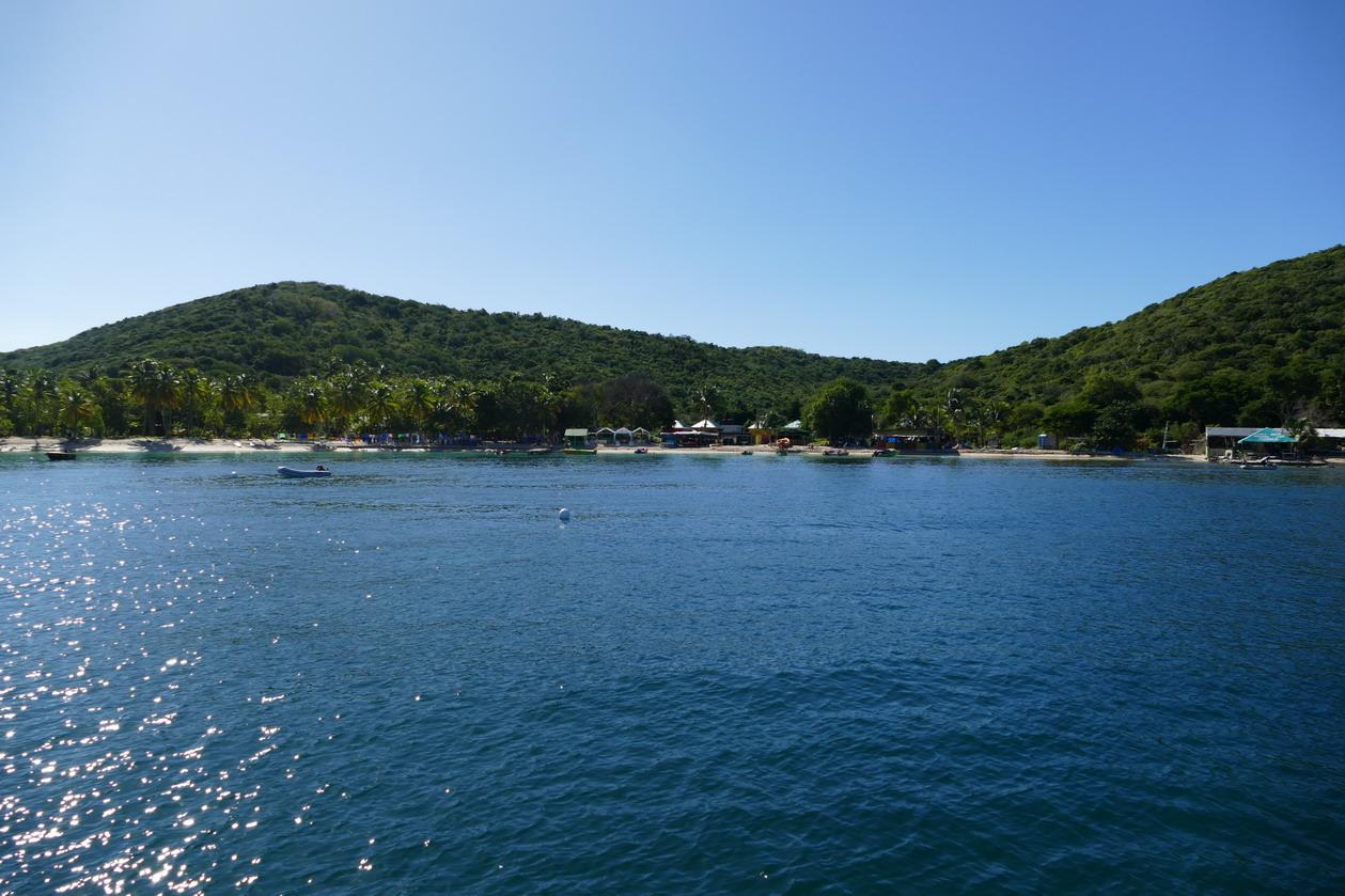 24. Mayreau, Salt whistle bay ; le matin suivant, la baie est vide