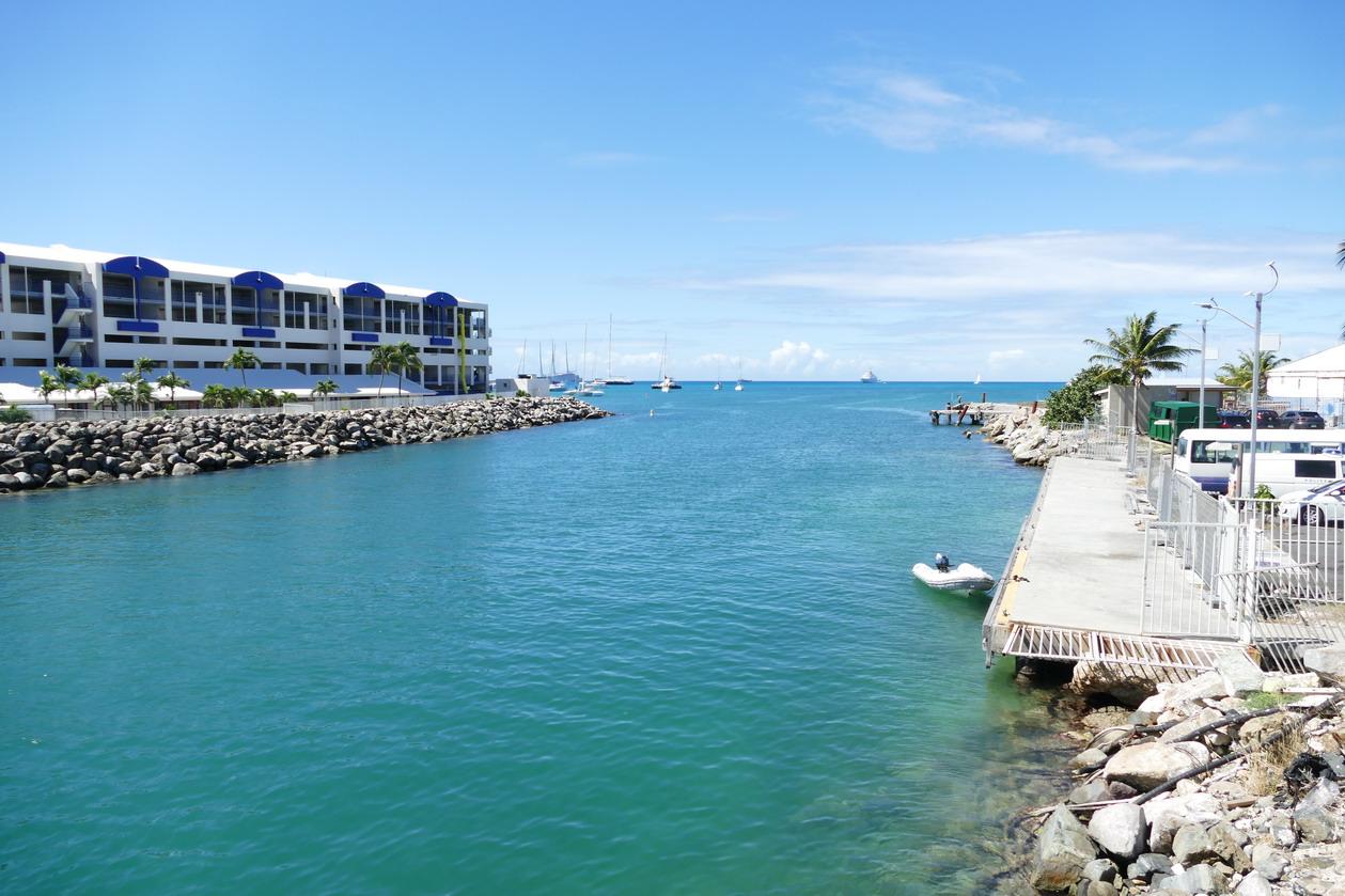 24. Sint Maarten, Simpson bay lagoon ; pourtant, l'entrée est étroite