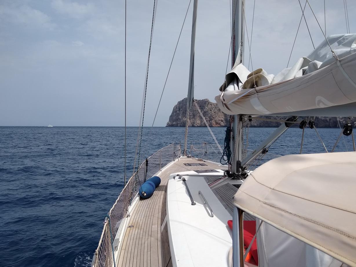 25. La côte NW, au loin le cap Formentor