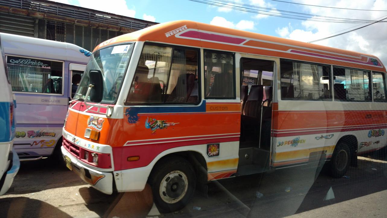 25. Paramaribo, les petits bus Isuzu (chinois)