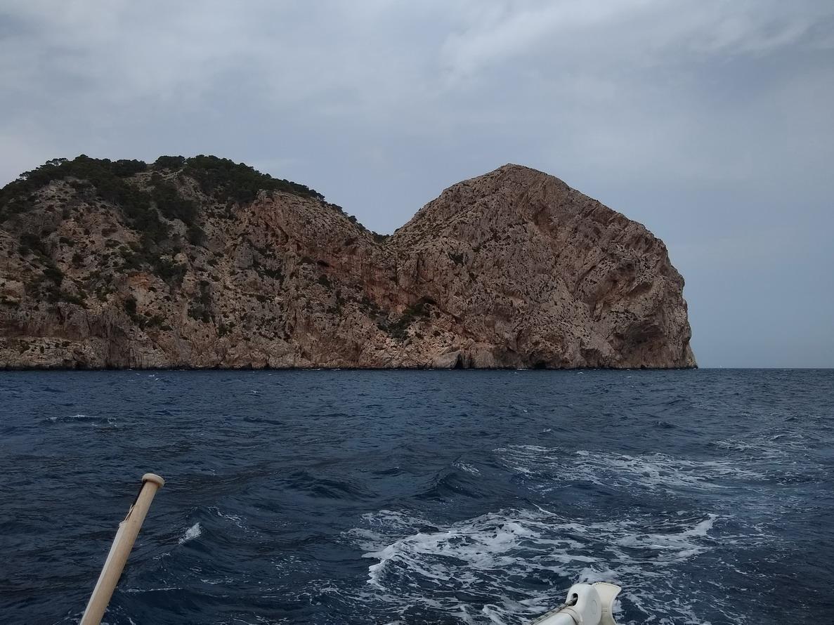 26. La pointe de la côte NW, le cap Formentor vu de l'autre côté