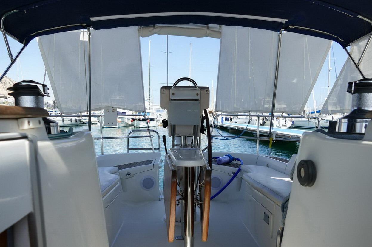 27. Alhéna, un cockpit spacieux où toutes les commandes sont renvoyées
