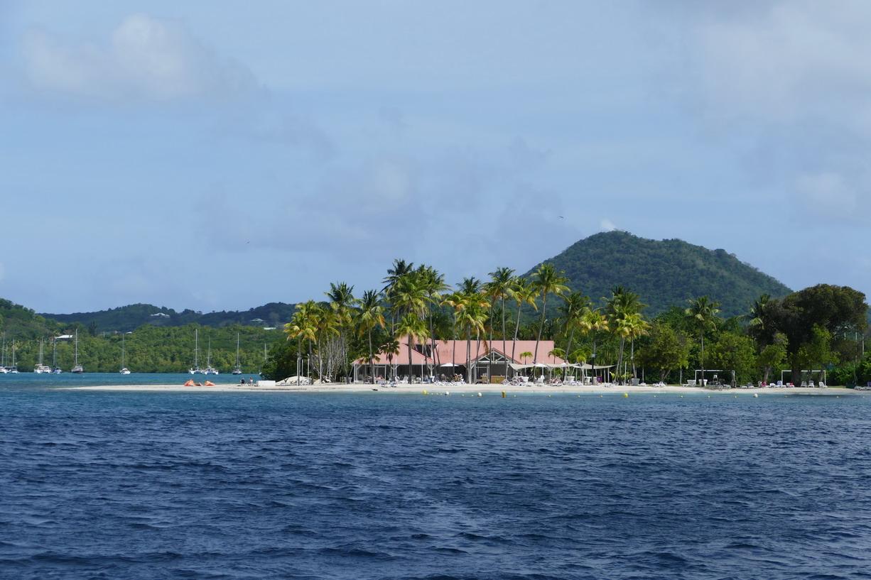 27. La Martinique, Ste Anne, le Club med s'est offert la presqu'île des Boucaniers