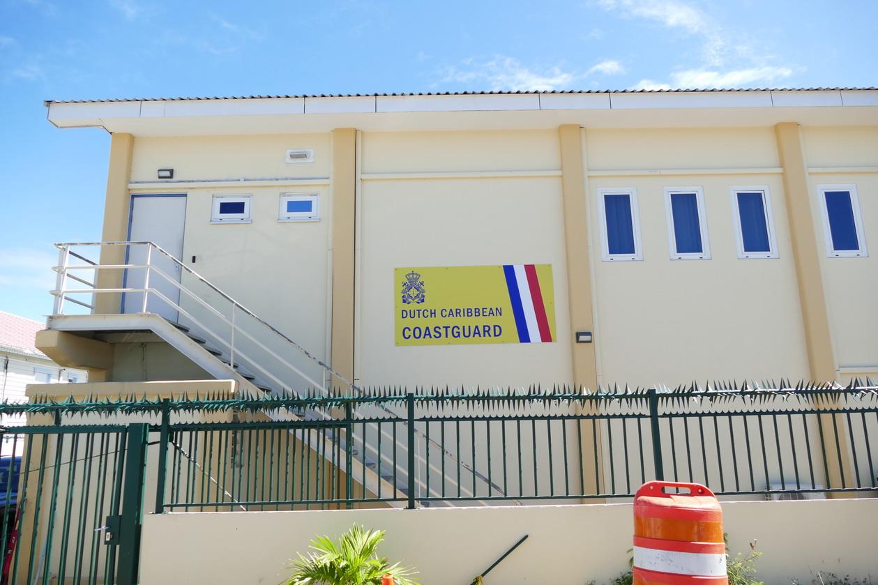 27. Sint Maarten, Maho beach ; la coastguard est bien protégée