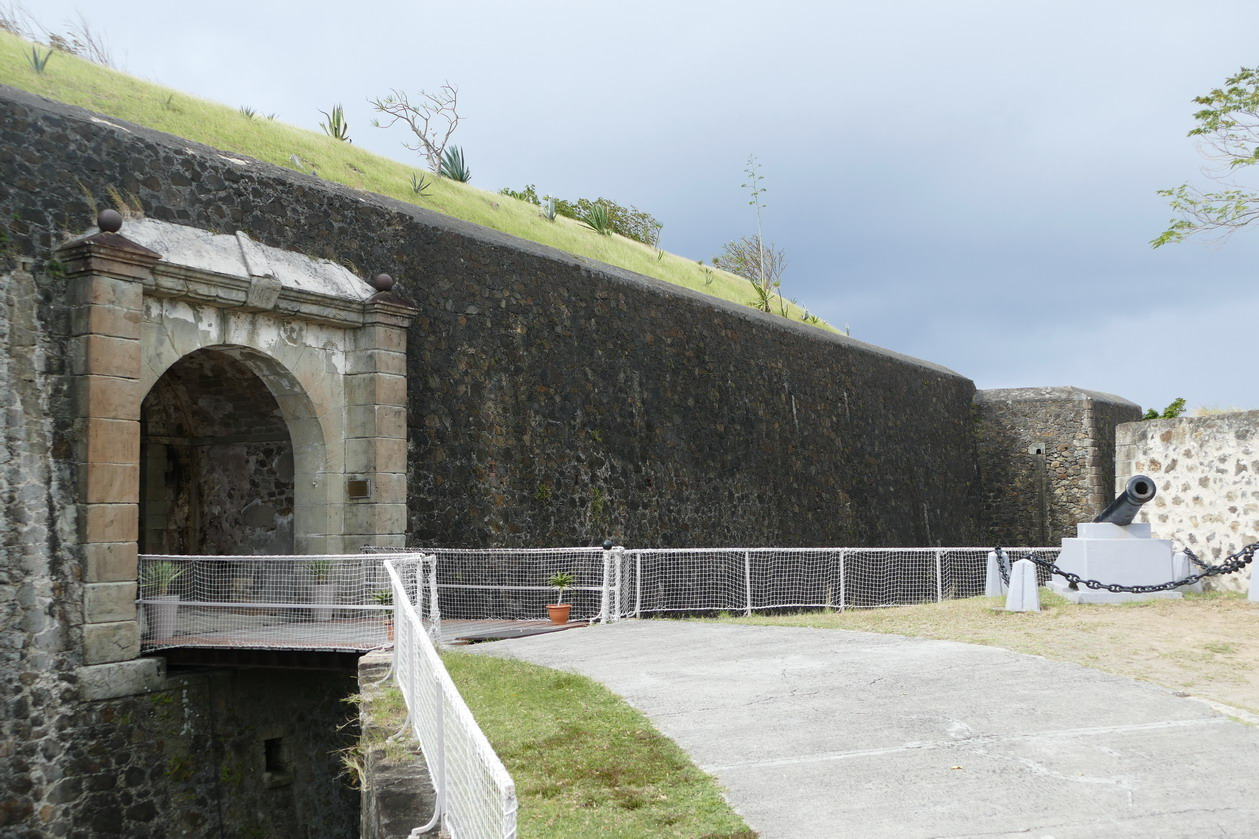 28. L'archipel des Saintes ; le fort Napoléon