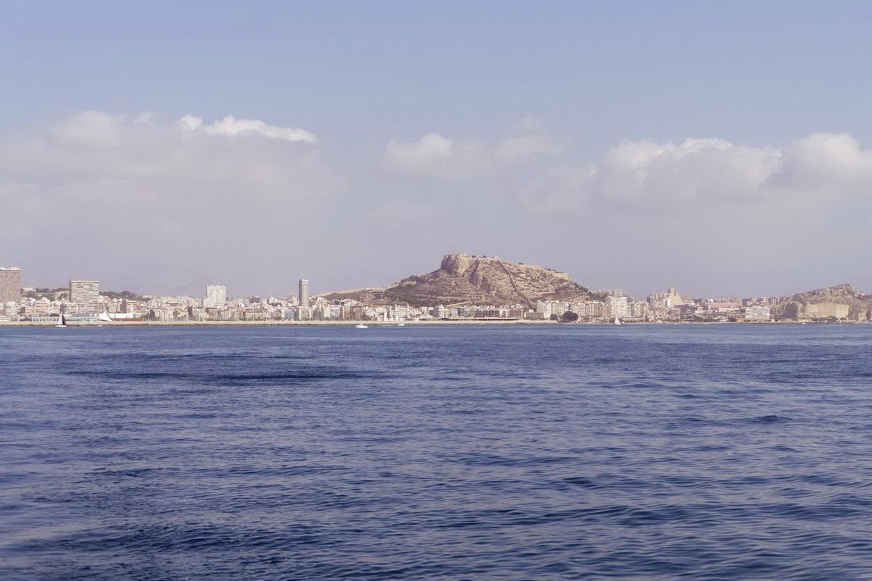 30. Alicante au loin