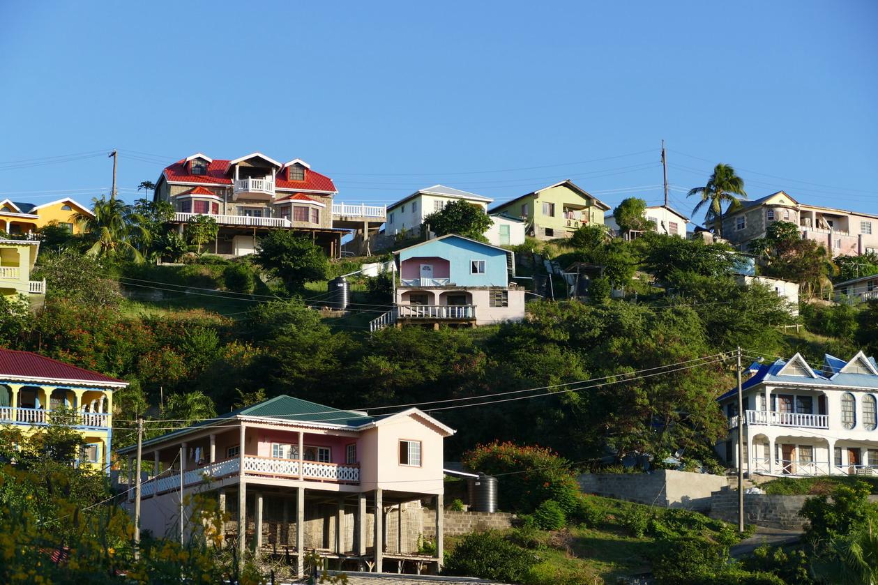 30. Canouan, Charlestown, des maisons de type néo-colonial