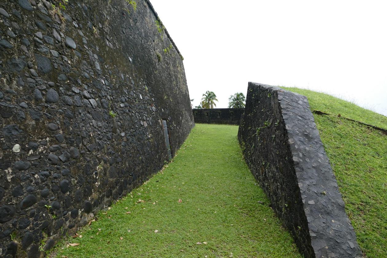 30. Fort-de-France ; le fort Saint-Louis a joué un rôle clé dans la défense de la ville